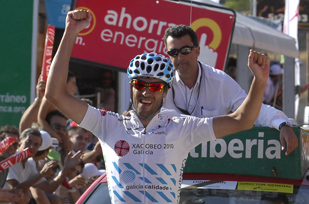 Photo: Race leader Veloso virtually sealed the overall win in the Volta a Portugal by taking a dominant victory in the time trial on the penultimate day, beating prologue winner De La Parte by 55 seconds...