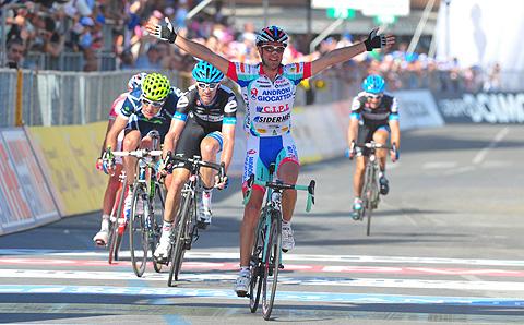 Angel Vicioso vandt dramatisk etape