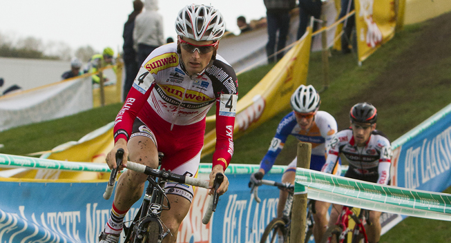 Having been dropped on the final lap, Pauwels rejoined Nys on the finishing straight and managed to outsprint the Belgian champion to win the Superprestige race in Zonhoven.