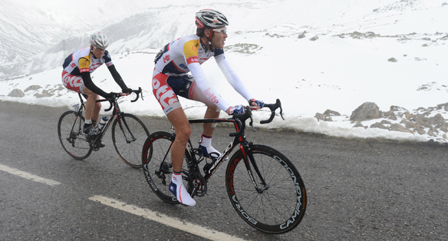 Giro2013 15 etape Lars Bak i sneen