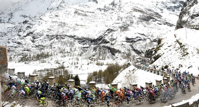 Giro2013 15 etape peloton Galibier