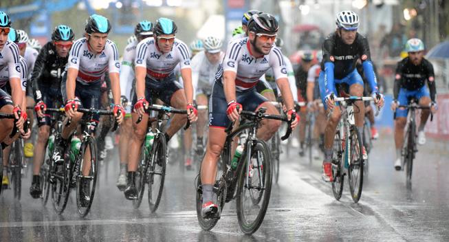 hvor sidder tv2 og kommentere cykelløb