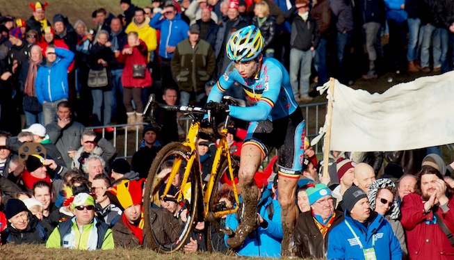 Photo: Van Aert beats Sweeck in a Belgian 1-2 at the European Championships.