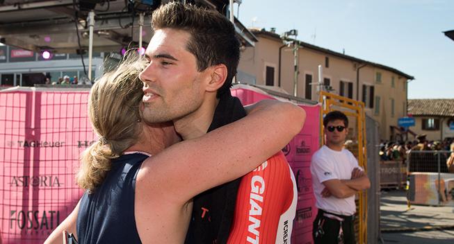 Giro2017 10 etape ITT Tom Dumoulin after race knus
