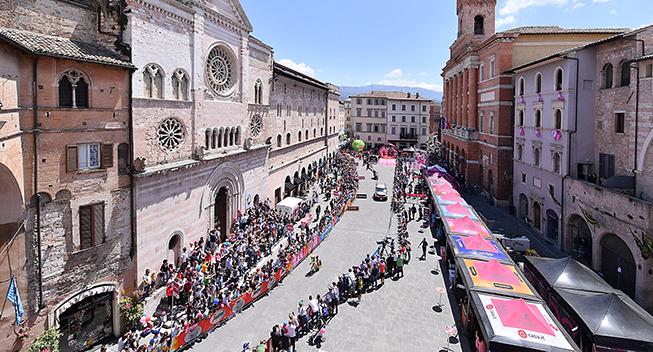 Giro2017 10 etape ITT start panorama