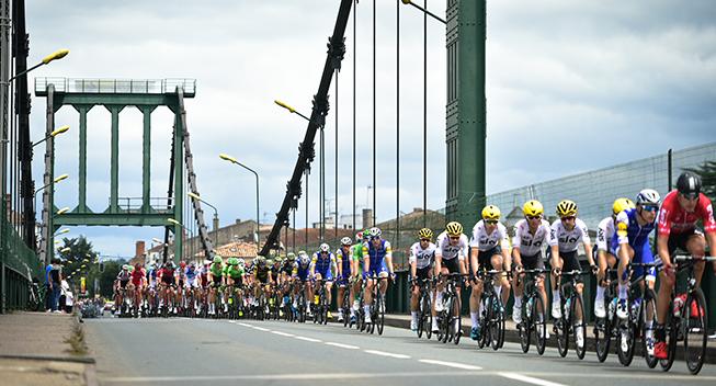 TdF2017 11 etape peloton og bro