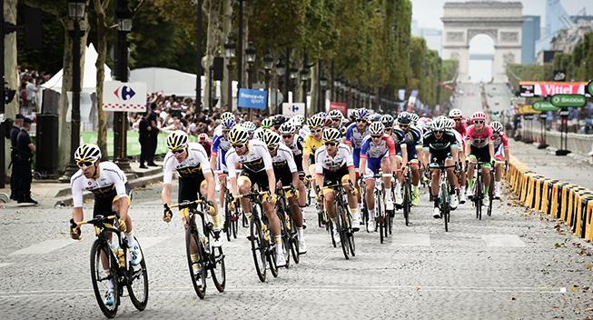 TdF2018 21 etape Team Sky i feltet - Champs-Elysees
