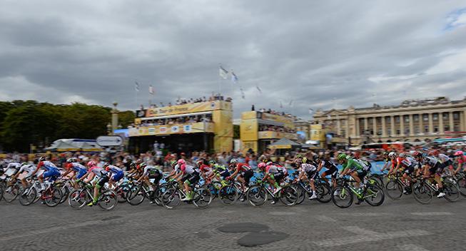 TdF2018 21 etape peloton