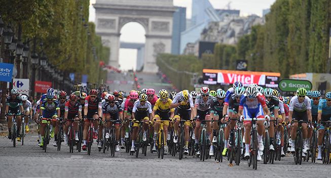 TdF2018 21 etape peloton paa Champs-Elysees