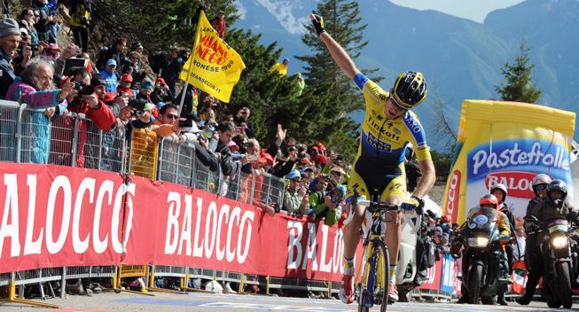 Giro-feber: Da flyvende Rogers fik hjælp af en tilskuer på brutale Zoncolan