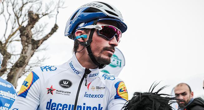 Alaphillippe kæmpede med ødelagt hjul og seks punkteringer ved Strade Bianche