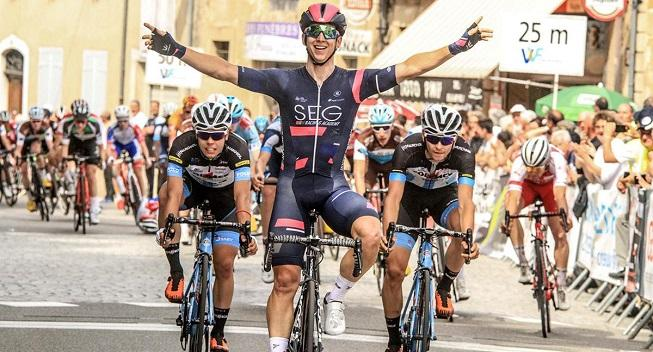 Jordi Meeus sprinter sig til sejren i Tjekkiet