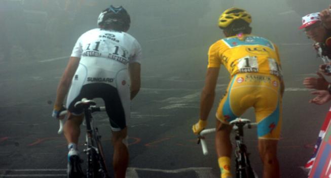 Video: Alberto Contador og Andy Schleck i duel på børnecykler