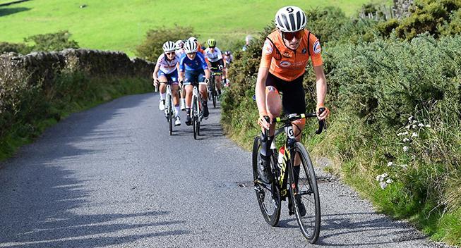 Van Vleuten slår næsten alle herrerne på de sidste 25 kilometer af Strade Bianche