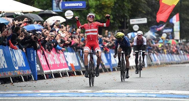 I   finalen   havde   Mads   P   nemmere   ved   at   holde   varmen   end   konkurrenten   Matteo   Trentin   (baggrunden).   Det   gav   danskeren   ekstra   kræfter   i   finalen.
