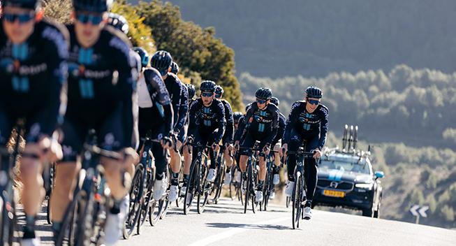 Bardet og Hindley kører Giro d'Italia
