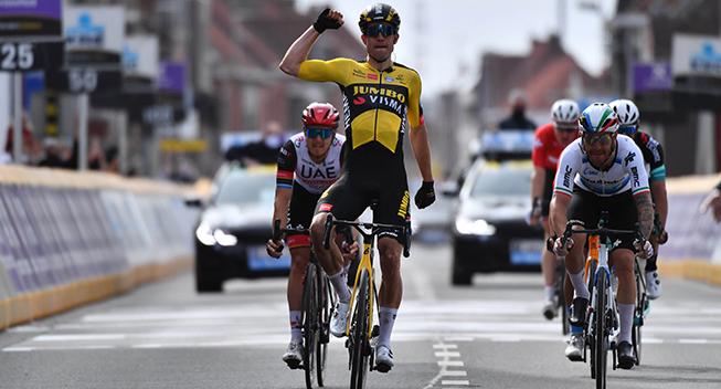 Van Aert tilbage på cyklen men glipper Dauphiné