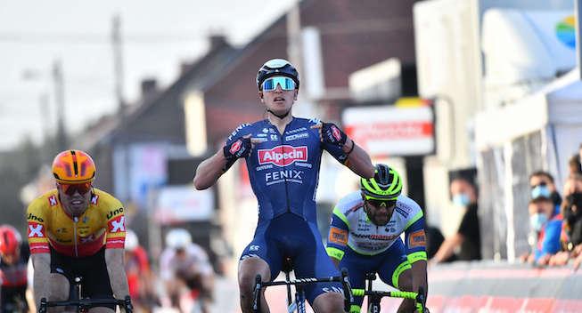 Imponerende Merlier slår Cavendish efter styrtløb