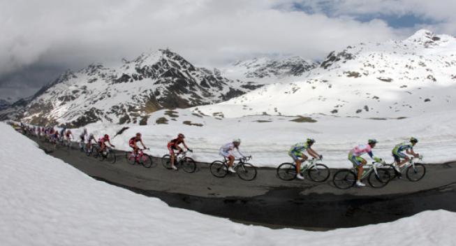 Gavia-stigning volder også problemer ved kvindernes Giro d'Italia