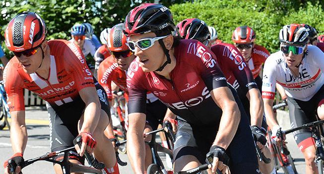 Geraint Thomas styrter ud af Schweiz Rundt