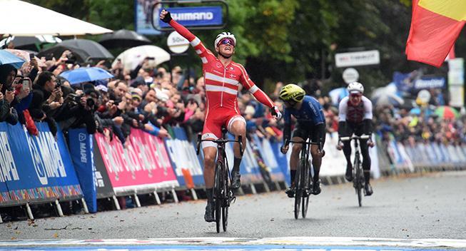 Se Mads Pedersens nye VM-trøje og cykel